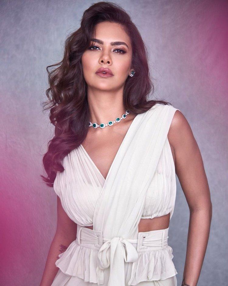 Esha Gupta Hot Stills (2)