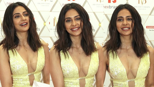 rakul preet singh cleavage show hot boobs